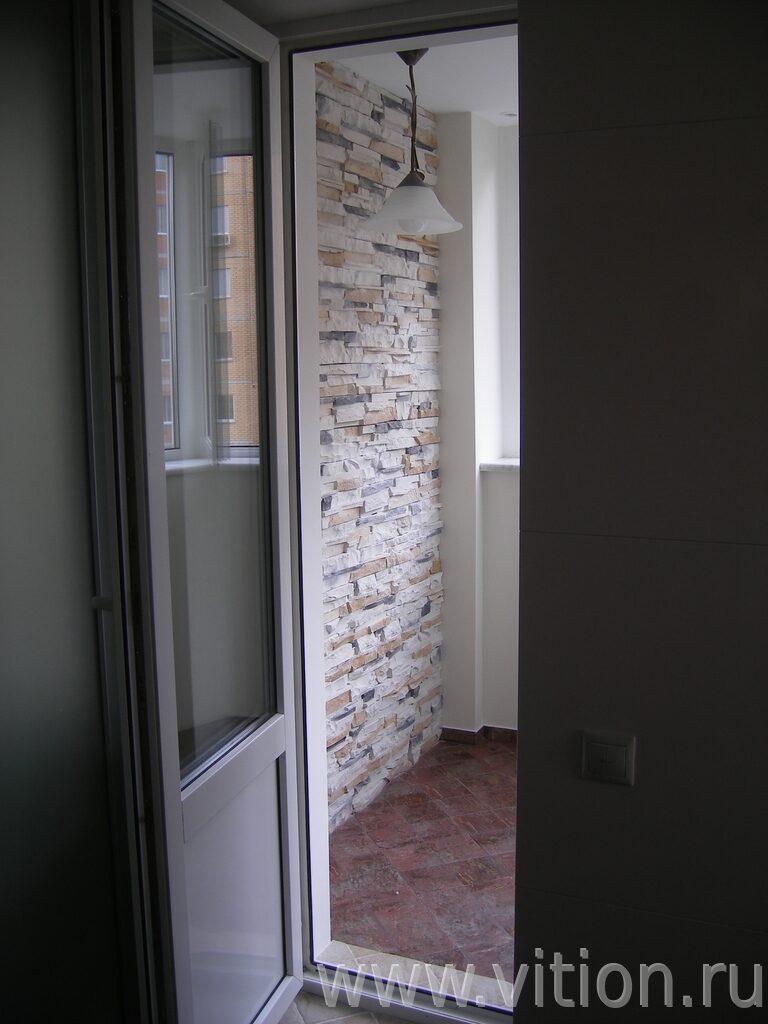 Выход на балкон из спальни ремонт трехкомнатной квартиры 90 .